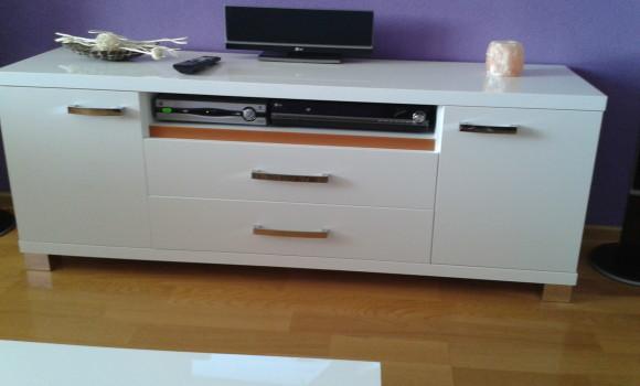 Obyvačka- TV stolík